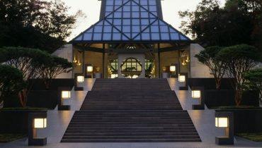 Ghesquière y su apuesta por la arquitectura icónica como pasarela de moda