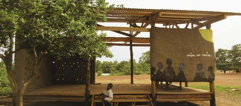 """""""Building under de sun"""" la experiencia de tres arquitectos uruguayos en Ghana."""